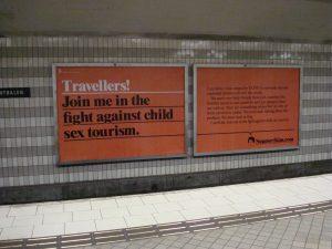 In een metrostation in Stockholm. Waarschuwing tegen mensenhandel.