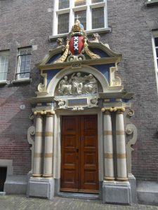 Het poortje van het Spinhuis in Amsterdam.