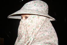 Traditioneel hoofddeksel, gebruikt door sekswerkers om anoniem te kunnen protesteren
